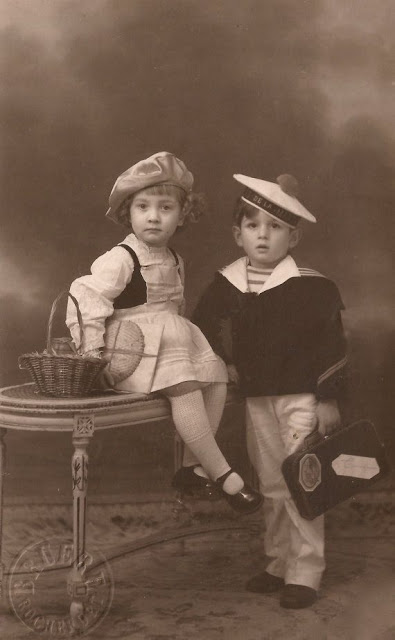 children in nautical garb in the 1920s