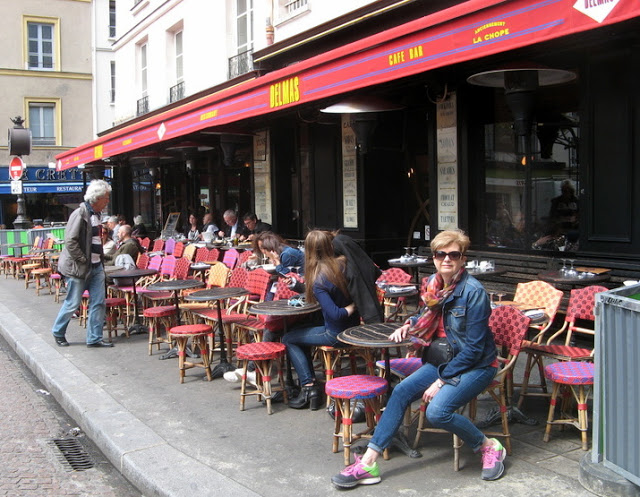 woman sitting in a sidewalk café in Paris